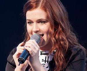 Amy Deasismont - Amy Diamond singing in Uddevalla, Sweden 2013-11-06