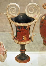 Apulian red-figure Kantharos by the Virgina Exhebition Painter Antikensammlung Kiel B 583 (2).jpg