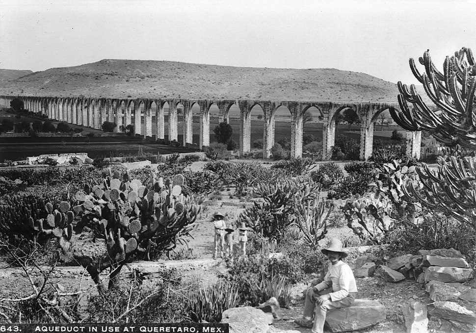 Aqueduct at Queretaro, Mexico, ca.1905-1910 (CHS-643)