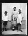 ArCJ - 2 filles, 1 garçon, 1 enfant - 137 J 1676 a.tif