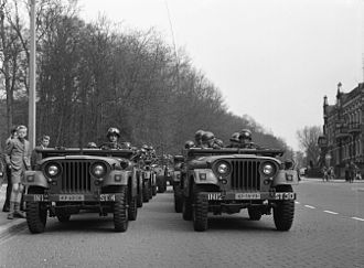 Koningsdag - Military parade in Arnhem, Koninginnedag 1958.