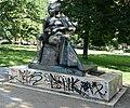 Arnimplatz (Berlin-Prenzlauer Berg) Denkmal Achim und Bettina von Arnim.jpg