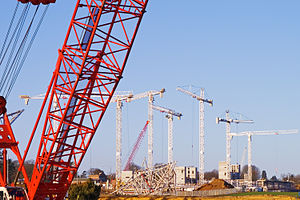 Laing O'Rourke - The company's tower cranes rebuilding Royal Ascot