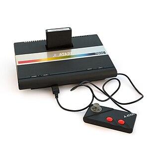 English: Atari 7800 with cartridge and game pad