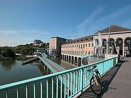 Auf der Schlossbrücke, Blick auf RWW Gebäude