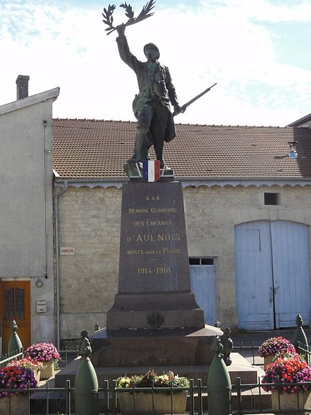 Aulnois-en-Perthois (Meuse) monument aux morts