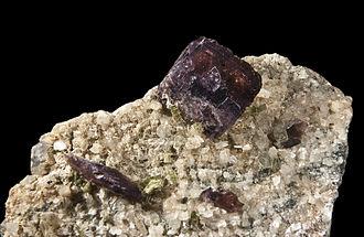 Axinite - Axinite – Deposit Topotype, France