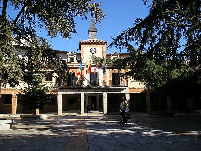 Archivo:Ayuntamiento las rozas.JPG
