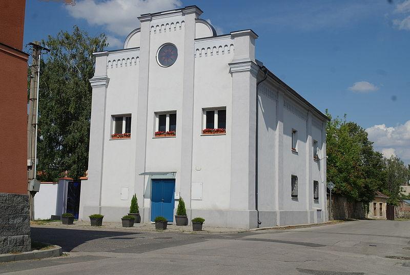 File:Bývalá synagóga, Súkenícka 34, Modra 01.JPG