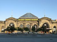 BahnhofDresdenNeustadtFassade(2009).jpg