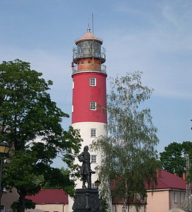 Baltiisk : phare et statue de Pierre le Grand.