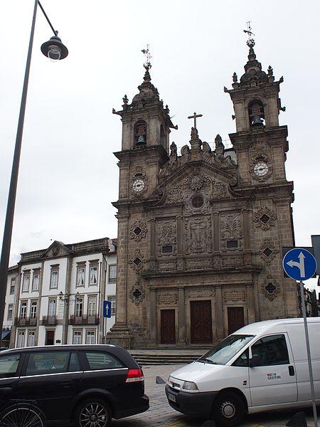 File:Basilica dos Congregados (14212070247).jpg