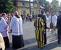 Bełżec abp Mieczysław Mokrzycki przybywa z relikwiami św. Jana Pawła II 18.06.2014.jpg