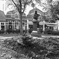 Beeld van Dr. Johan Mezger (1838-1909) - Domburg - 20059241 - RCE.jpg