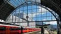 Bergen jernbanestasjon - toghallen sett mot ytre perrongområde.jpg