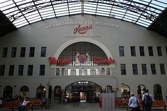 Jens Zetlitz Monrad Kielland - Image: Bergen railway station interior