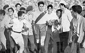 Bernabé Ferreyra - Ferreyra and fans during his last match in 1939.