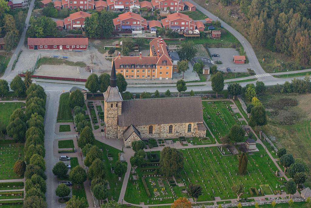 Botkyrka kyrka September 2014 02.jpg