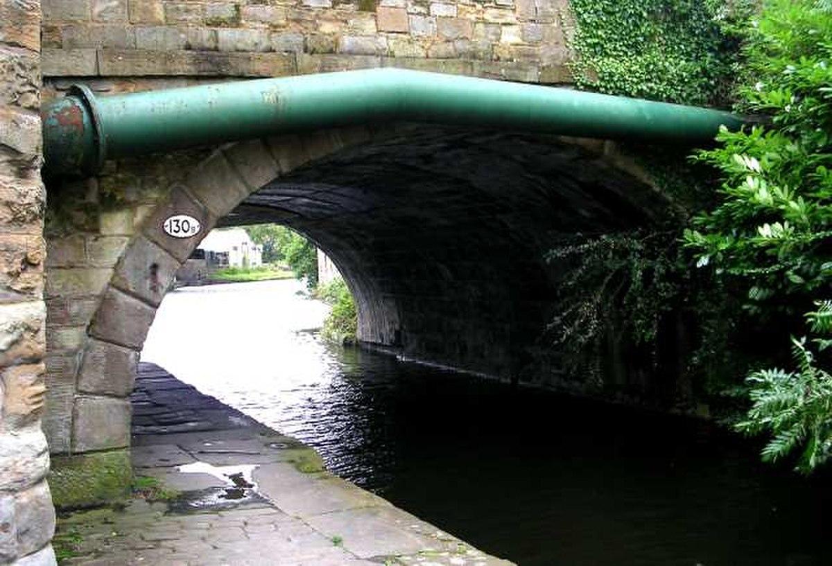 Bridge 130B over Leeds-Liverpool Canal - Weavers' Triangle - geograph.org.uk - 528587.jpg