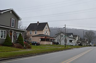"Houses along <a href=""http://search.lycos.com/web/?_z=0&q=%22Pennsylvania%20Route%2028%22"">Broad Street</a>"