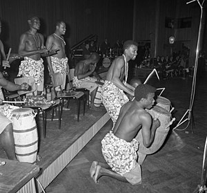 Music of Guinea - drummers of Guinea's national dance company