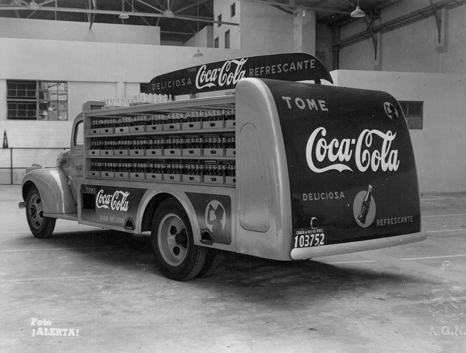 Camion cocacola argentina 1942.jpg