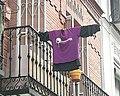 Camiseta feminista en Balcón de Madrid en el 8M de 2021.jpg