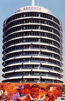 Le Capitol Records Building.
