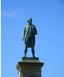 Captain James Cook statue Whitby.JPG