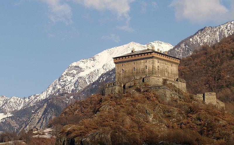 File:Castello Verrès 03.jpg