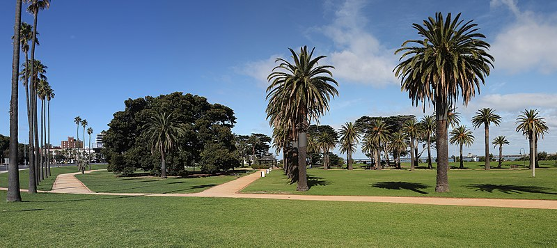 File:Catani Gardens, St Kilda Apr 2013.jpg