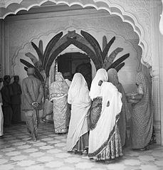 Cecil Beaton Photographs- General IB647.jpg