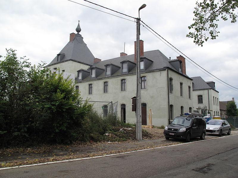 Les façades et toitures du château et de la ferme à Clabecq (M) ainsi que l'ensemble formé par ces constructions et les terrains environnants (S). Rue du Château 47, Clabecq.