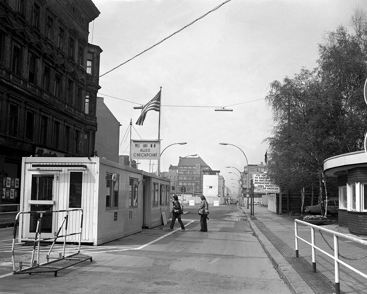 file checkpoint charlie wikimedia commons. Black Bedroom Furniture Sets. Home Design Ideas