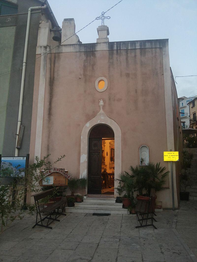 Chiesa di Maria SS. Annunziata - Castellammare del Golfo (facciata).jpg