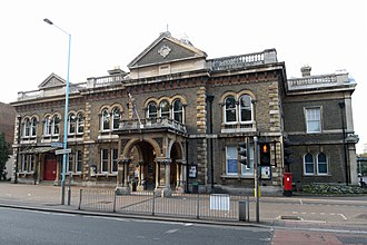 Municipal Borough of Brentford and Chiswick - Image: Chiswick Town Hall north facing 500c