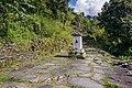 Chorten in middle of trekking trial, Chomrong-Kaski District-2987.jpg