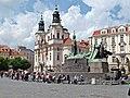 Chrám Svatého Mikuláše am Altstädter Ring (Staroměstské náměstí) mit Jan-Hus-Denkmal, Praha, Prague, Prag - panoramio.jpg
