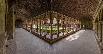 Le cloître de l'abbaye du Mont-Saint-Michel. (définition réelle 7551×3972)