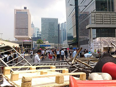 Close view of Road block on Connaught Road Central near City Hall on 2014-09-30.JPG