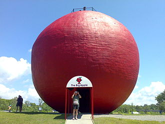 Big Apple (Colborne, Ontario) - A tourist photo with the Big Apple