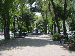 Colonia Roma - Park median in Avenida Álvaro Obregón