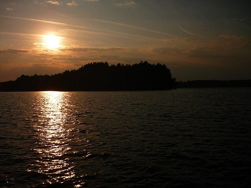Coucher de soleil au lac des Settons