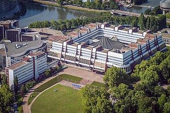 Vista aérea del Palacio de Europa, sede del Consejo de Europa.
