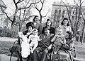 Csoportkép az Erzsébet téren, 1946 - Fortepan 105193.jpg