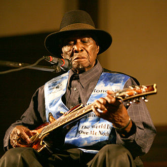 "David ""Honeyboy"" Edwards - Edwards performing in July 2006"