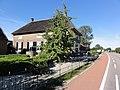 Deest (Druten) Rijksmonument 523800 Uiversnest boerderij met hek Van Heemstraweg 2a.JPG