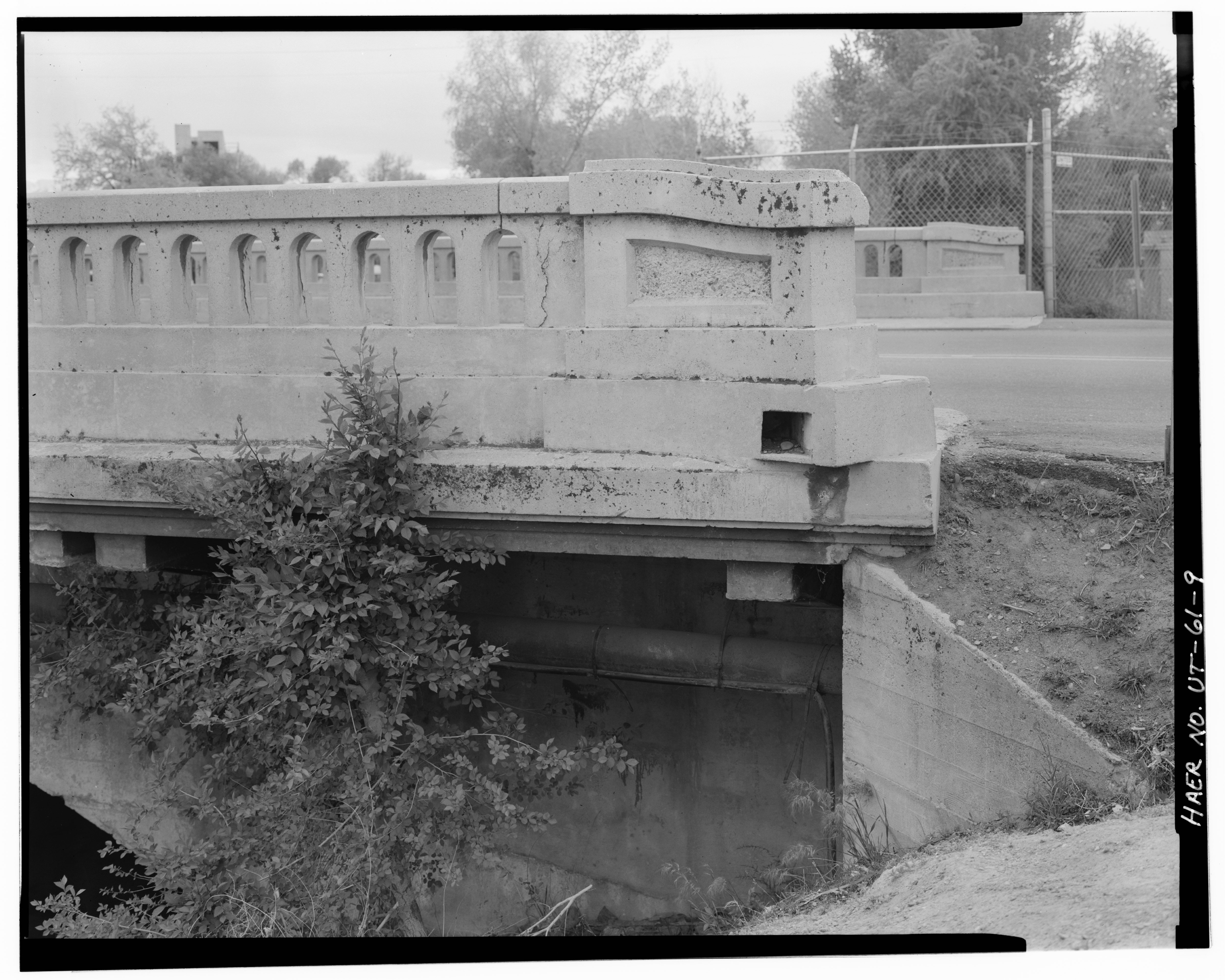 File:VIEW SHOWING NORTH SIDE OF BRIDGE, LOOKING FROM
