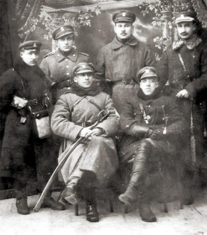 Plik:Dowództwo ochotniczego oddziału braci Dąbrowskich - luty 1919 rok.JPG