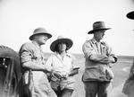 ETH-BIB-Baron Rothschild im Gespräch mit Mr. and Mrs. Martin Johnson-Kilimanjaroflug 1929-30-LBS MH02-07-0026.tif